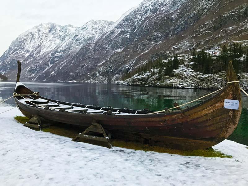 Barco antiguo en Gudvagen