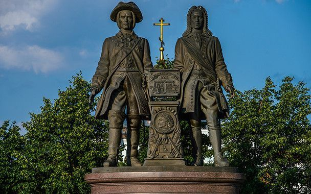 fundadores de Ekaterimburgo: Vasili Tatíschev y Gueorg Vilguelm de Guennin.