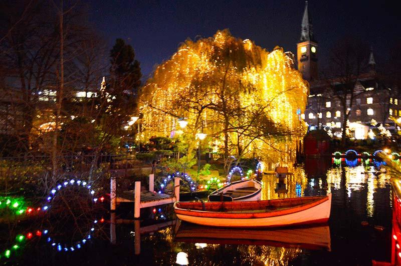Tivoli de Noche Navidad en Copenhague