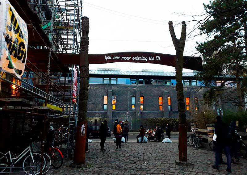 "Puerta de salida de Christiania...""Estas entrando a la Unión Europea"""
