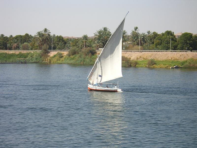 barco en el nilo