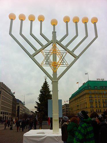 Candelabro Judío en la puerta de Bradenburgo de Berlín