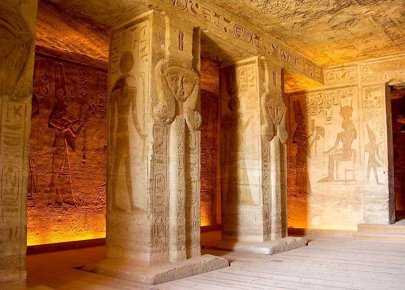 interior templo nefertari