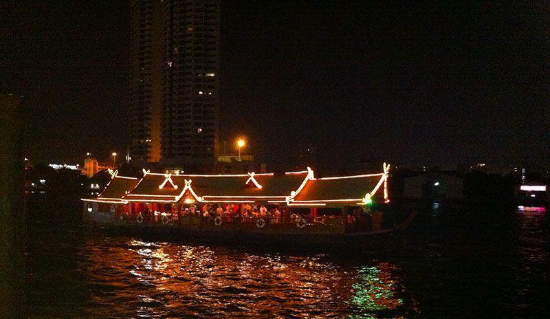 Barco por el Río Bangkok